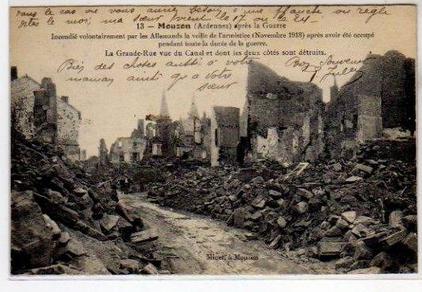 MOUZON après la Guerre La Grande Rue vue du Canal et dont les deux Côtés sont détruits En vente chez Clément Maréchal