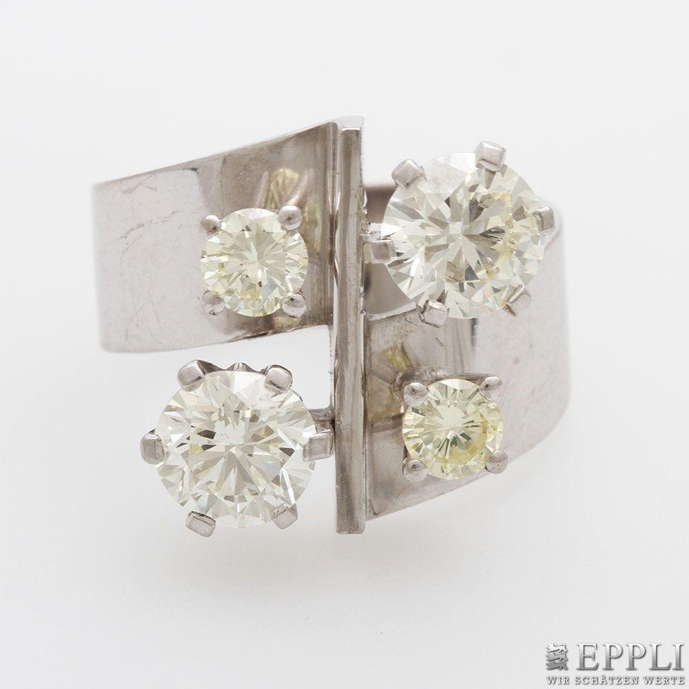 Damenring aus WG mit 4 Diamant-Brillanten, 2 davon leicht getönt (zus. ca. 2,7 ct) Aufrufpreis: 3.850 EUR