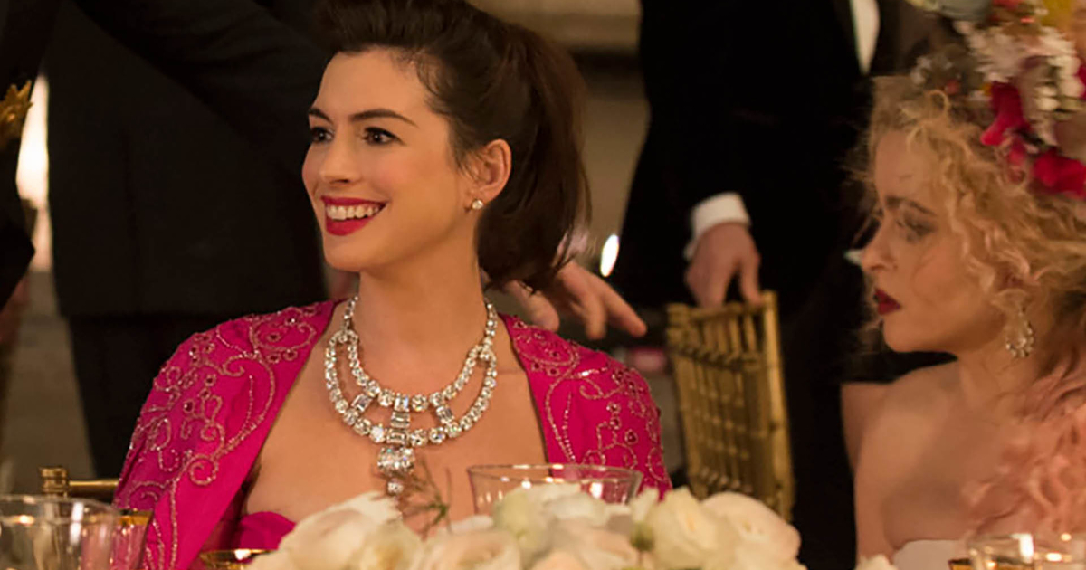 Anne Hathaway as Daphne Kluger wearing Cartier's famous Toussaint necklace in 'Oceans 8' (2018)