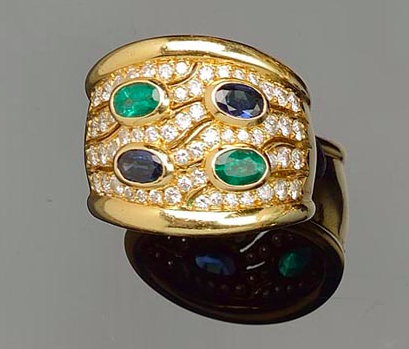 Bague or jaune, diamants, saphirs et émeraudes