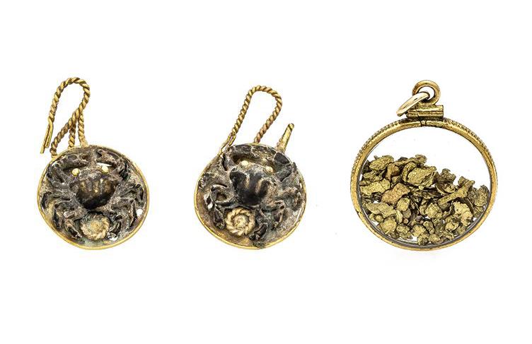 Boucles d'oreilles et Pendentif pépites d'or étrusques, image ©Historia Auktionshaus