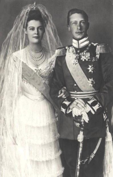 The June 1904 wedding of German Crown Princess Cecilie of Mecklenberg-Schwerin and Crown Prince Willhelm. Image: Pinterest