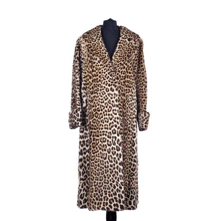 piguet-ff3d17lot-221-haller-ideal-pelze-long-manteau-evase-leopard-manches-col-revers-env copie