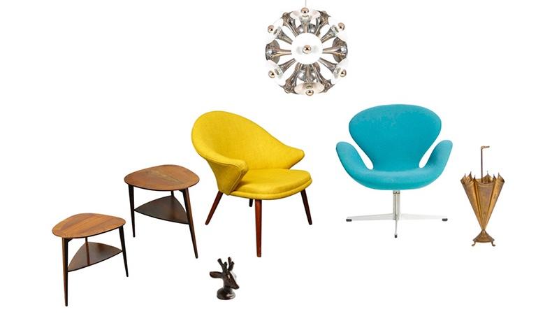 "Links: Paar Beistelltische, Teak, Vorne: AXEL SALTO/ROYAL COPENHAGEN - Rentierkopf-Skulptur, Mitte links: NANNA DITZEL - Sessel, 1960er Mitte rechts: ARNE JACOBSEN - ""Swan Chair"", 1957/1968 Oben: Sputnik-Deckenleuchter, Chrom Rechts: Schirmständer, Messing"