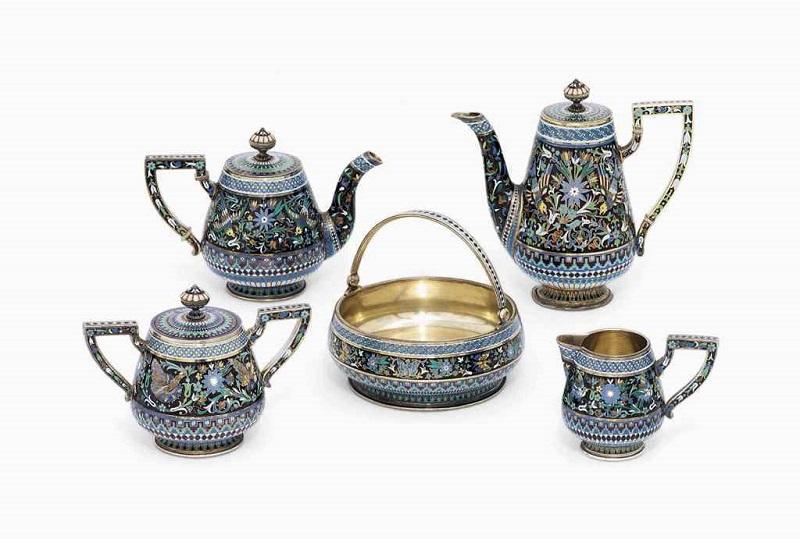 Servicio de té y café en plata dorada y esmalte, firmado por P. OVCHINNIKOV con la Orden Imperial. Moscú (1881)