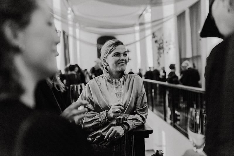 Annika von Hautwolff är hyllad konstnär och adjungerad professor på Högskolan för fotografi vid Göteborgs universitet. Hon har tidigare representerat Sverige vid Venedigbiennalen http://www.andrehn-schiptjenko.com/annika-von-hausswolff/