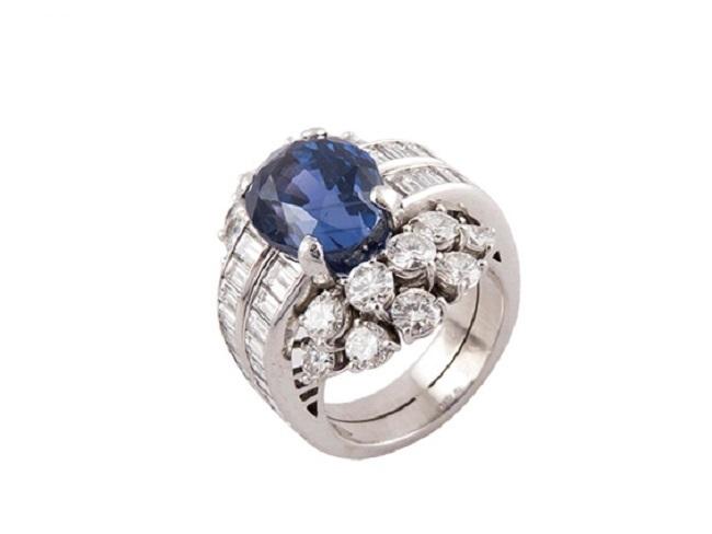 CHAUMET - Platinring mit Saphir und Diamanten Ausruf: 25.000 EUR