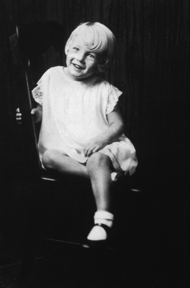 Norma Jeane Baker enfant Image via Huffington Post