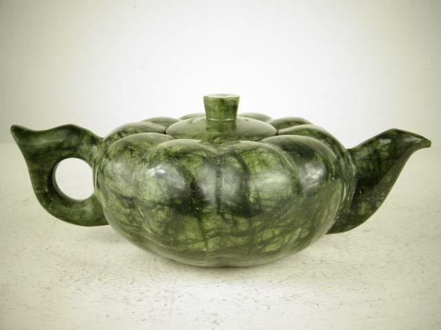 Tetera en forma de calabaza en piedra. China (siglo XX)