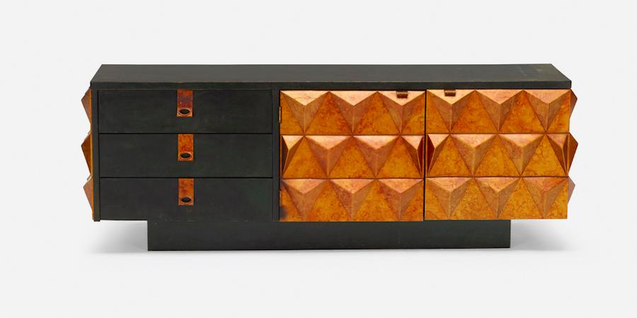 Mobile brutalista (1975 circa) in legno e alluminio dipinti.