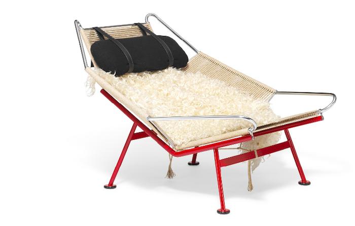 """Hans J. Wegners roter """"Flag Halyard Chair"""" ist eines von zwei hergestellten Exemplaren"""