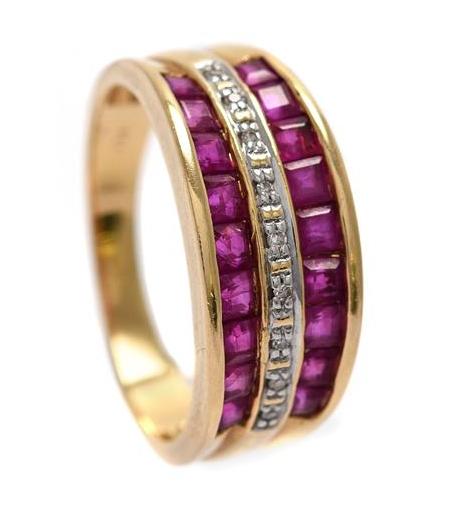 Ring i 18K guld med carréslipade rubiner och åttkantslipade diamanter. Utropspris: 1900 kronor.