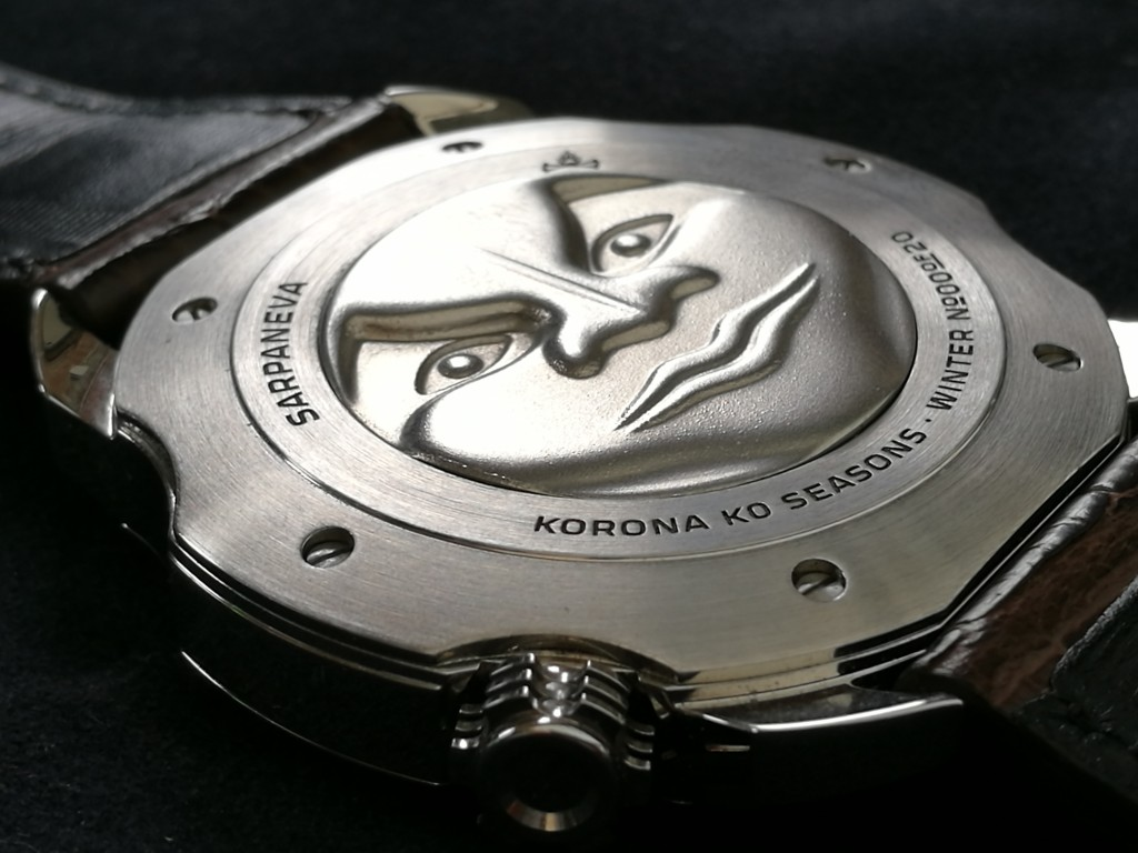 Caseback: Ever had the Man on the moon on your wrist? This nice face will appear on your wrist after wearing.