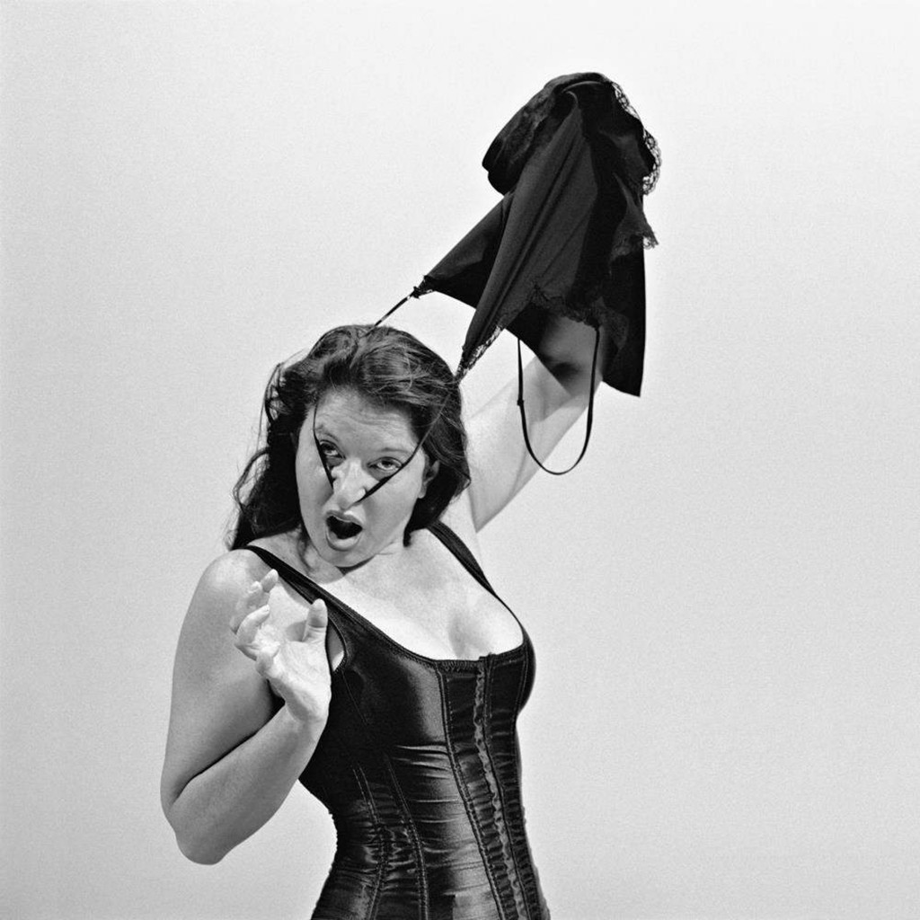 Marina Abramović, « Pin Up Dance II », 2004, immage via ArtBasel.com
