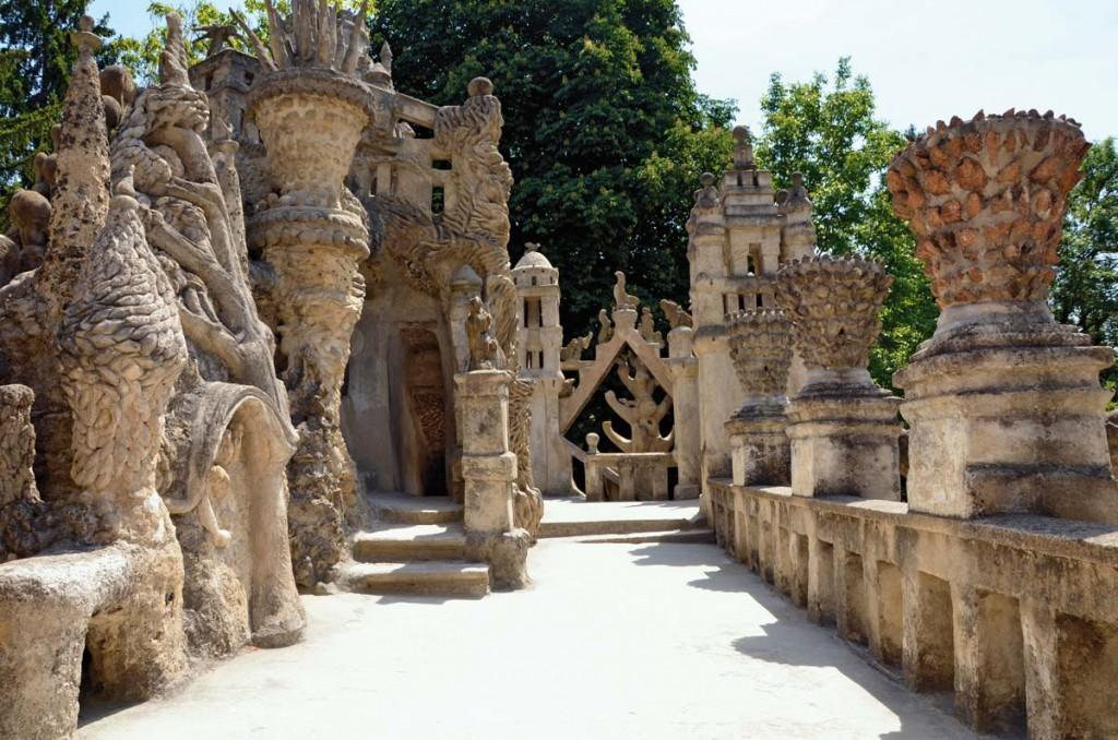 Image via www.facteurcheval.com