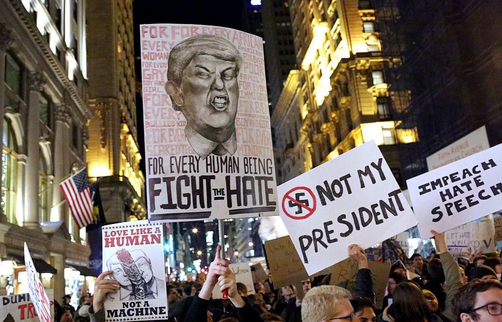 Une manifestation contre Trump le 12 novembre 2016 à New York Image: courtesy Yana Paskova/Getty Images.