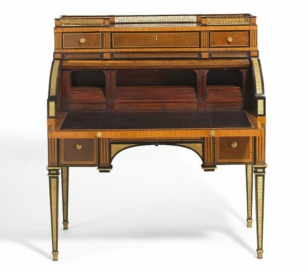 Bureau en bronze doré et bois par l'allemand David Roentgen