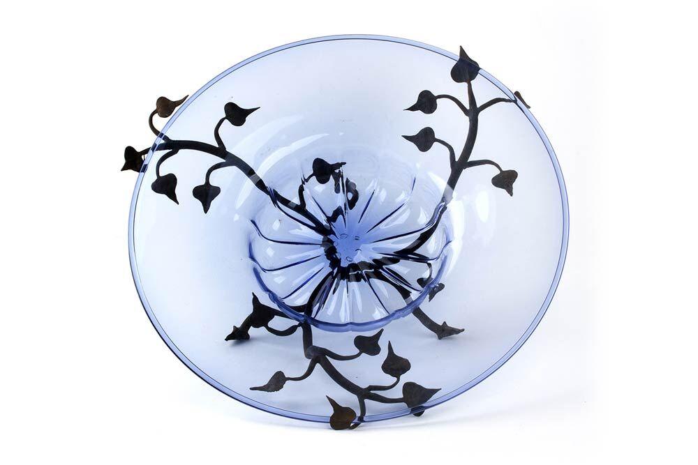 VITTORIO ZECCHIN (1878 Murano 1947) - Teller aus blauem Muranoglas mit Blätterdekor aus Eisen, CAPPELLIN-VENINI 1920er Jahre