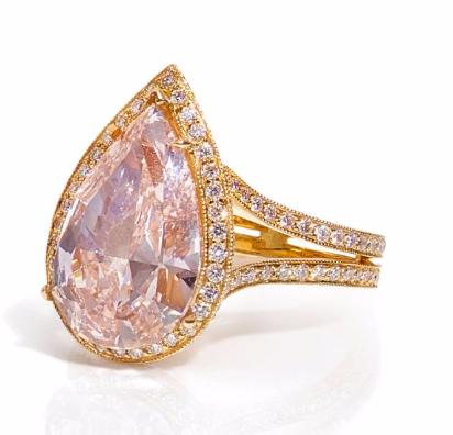 Bague en or rose ornée d'un diamant Fancy Light Pink de 4,59cts Artcurial Estimation: 230 000/250 000 €