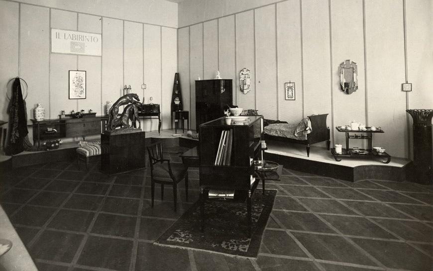 Biennale di Monza, 1927, 'Sala del Labirinto' med design av bla Ponti, Lanci,Venini och Chiesa. Bild: inexhibit.com