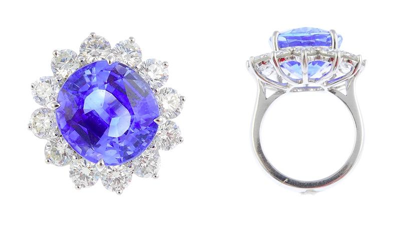Ring mit ovalem Ceylon-Saphir (16,42 ct) und Brillanten