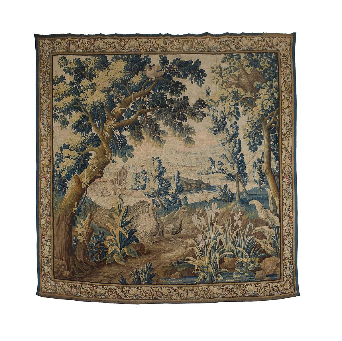 """Arazzo """"verdura"""" tessuto a raffigurare un paesaggio lacustre con pavoni. Bruxelles, XVII secolo. Foto: Bolli & Romiti"""