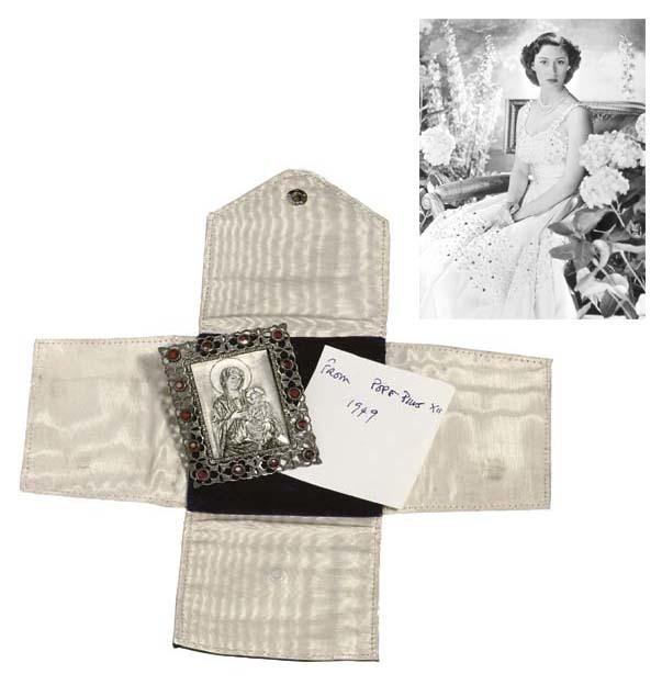 L'icona Buccellati donata alla principessa Margaret da papa Pio. Immagine: Christie's