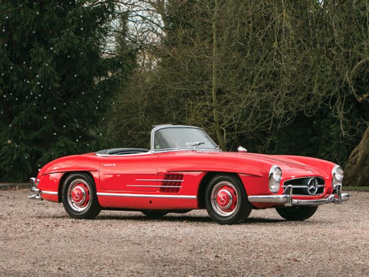 """1963 Mercedes-Benz 300 SL Roadster. Modellen har enligt många den """"ultimata"""" 300 SL Roadster-konfigurationen, som endast återfinns hos de sista 210 bilarna som producerades i slutet av 1962 och 1963. Utropspris 12 300 000 SEK. RM Auctions"""