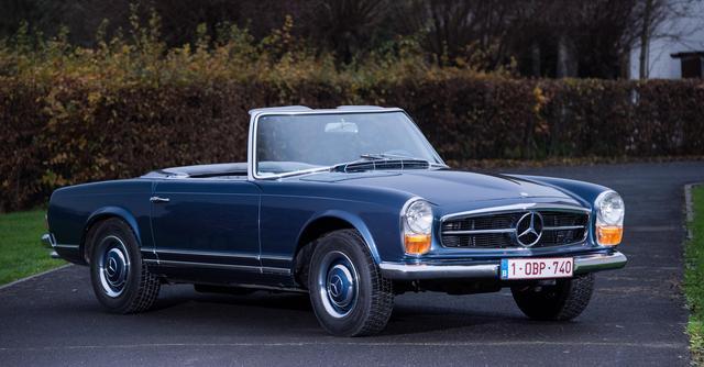 """1965 Mercedes-Benz 230SL, cabriolet med hardtop. Ägdes av otaliga filmstjärnor och är en av 1960-talets mest ikoniska sportbilar. Kallades """"Pagod"""" på grund av dess särskiljande utformning av hardtopen. Utropspris 366 000 SEK. Bonham"""