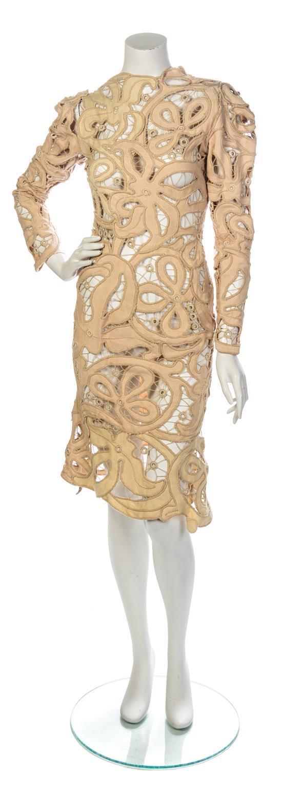 A Vivienne Westwood Beige Cotton Lace Cocktail Dress. Utrop: 820 SEK. Leslie Hindman Auctioneers