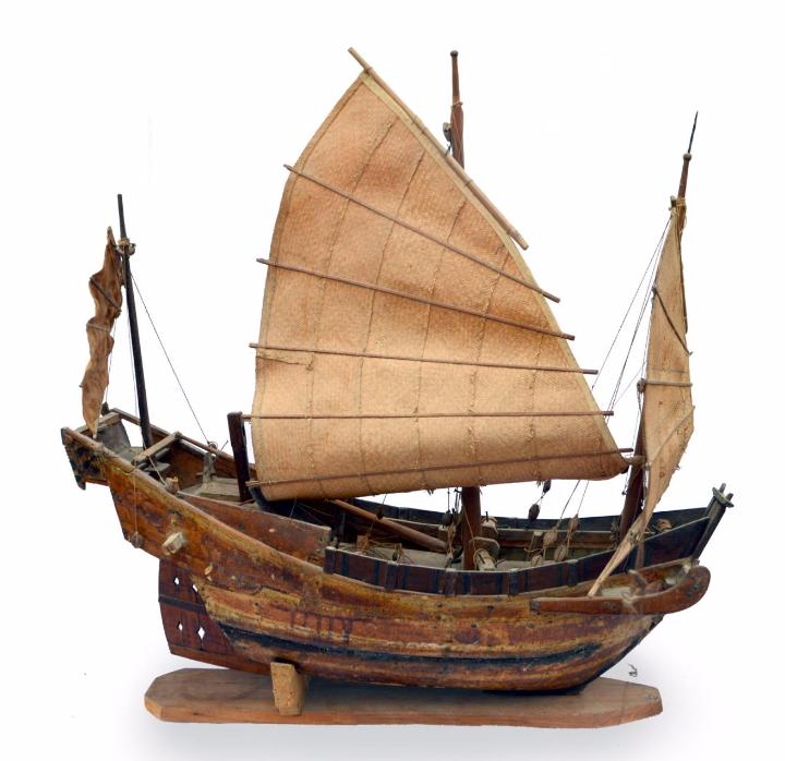 Maquette d'une jonque de la baie d'Along ArtValorem