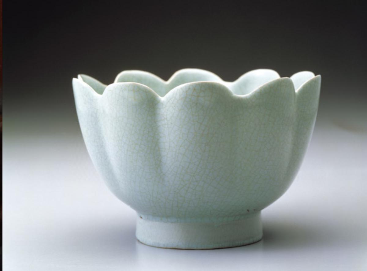 北宋汝窯青瓷蓮花式碗 圖片來源:台北國立故宮博物院