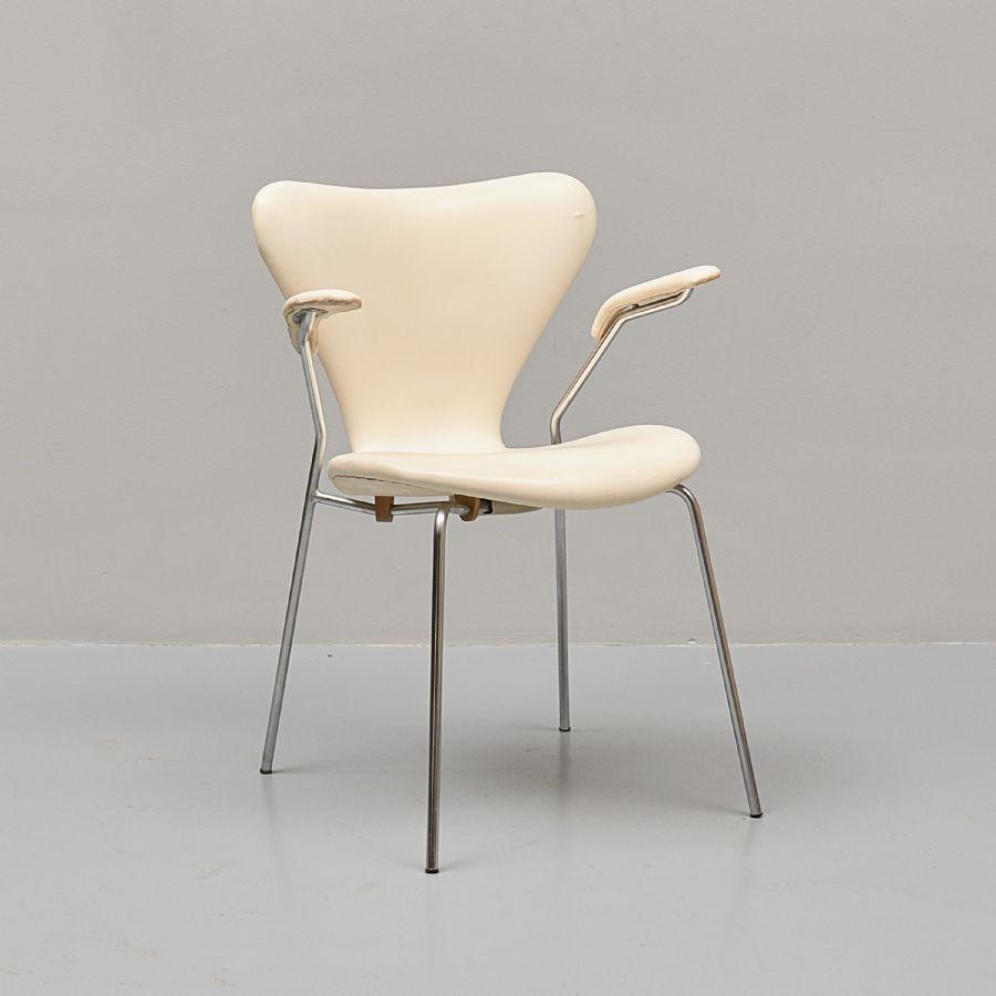 Karmstol, Arne Jacobsen, Sjuan