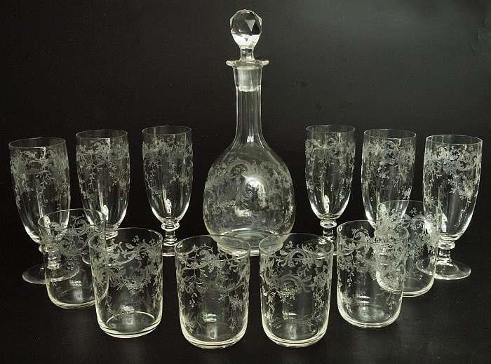 Trinkglas-Set (13 Teile) aus farblosem geschliffenen Glas, wohl Wien 19. Jh. Startpreis: 100 EUR