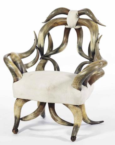 Dans le goût de Michel Aillard Cornes de vaches domestiques, garniture de lin beige Christie's