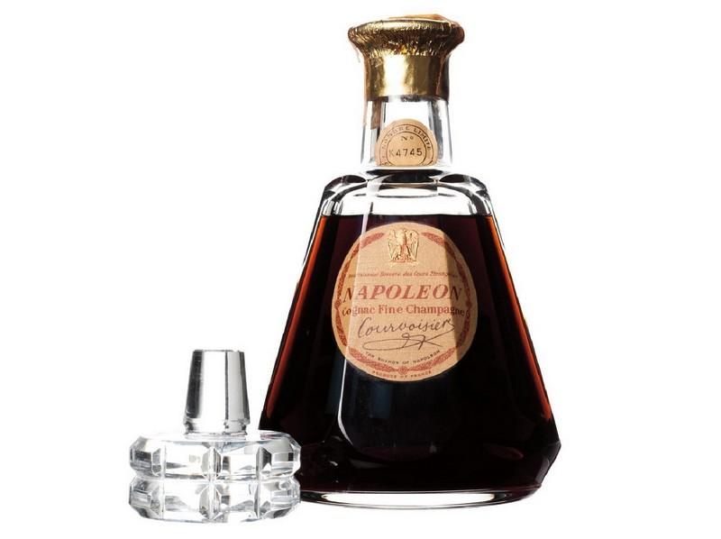 Cognac Fine Champagne COURVOISIER. Napoleon. Licorera de cristal de BACCARAT con tapón