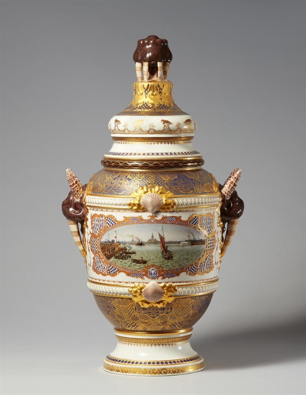 Grand vase à couvercle, vue portuaire, Copenhague, Bing & Grøndahl, 1902-1914, image ©Lempertz