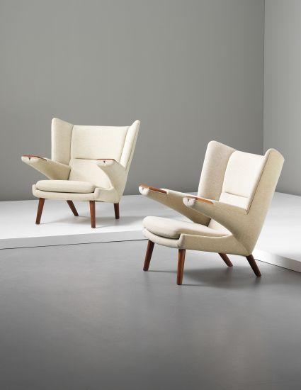 """Hans J. Wegners """"Bamse"""" stolar från 1950 såldes inder 2013 på Phillips för 1 040 000 SEK"""