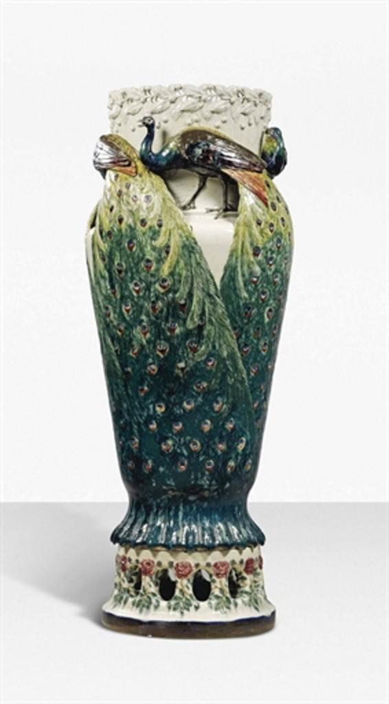 Påfågelvas av Anna Broberg år 1900. Bild: Christie's