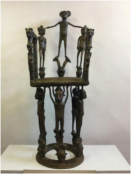 Tron till sultanen av Foumban Mamun av Bamilekestammen, brons med figurdekoration, H: 125cm, Kamerun 1800-tal. Utrop: Hos Catawiki