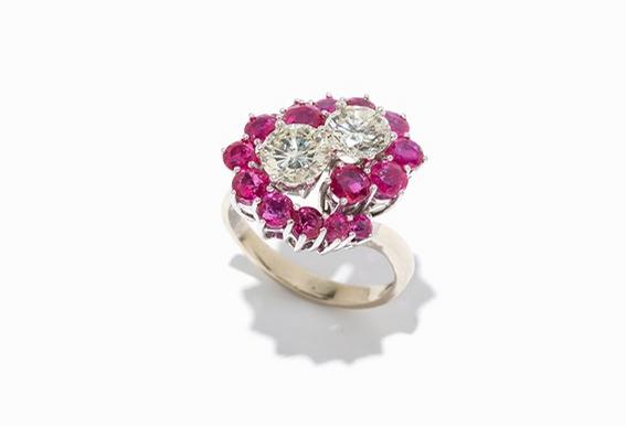 Bague sertie de 16 rubis et 2 diamants Auctionata  Estimation: 14 000 €