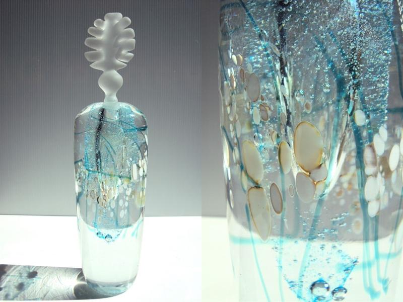 DOMINIQUE MARCADE. Botella color azul. Pieza única. Firmada (2007)