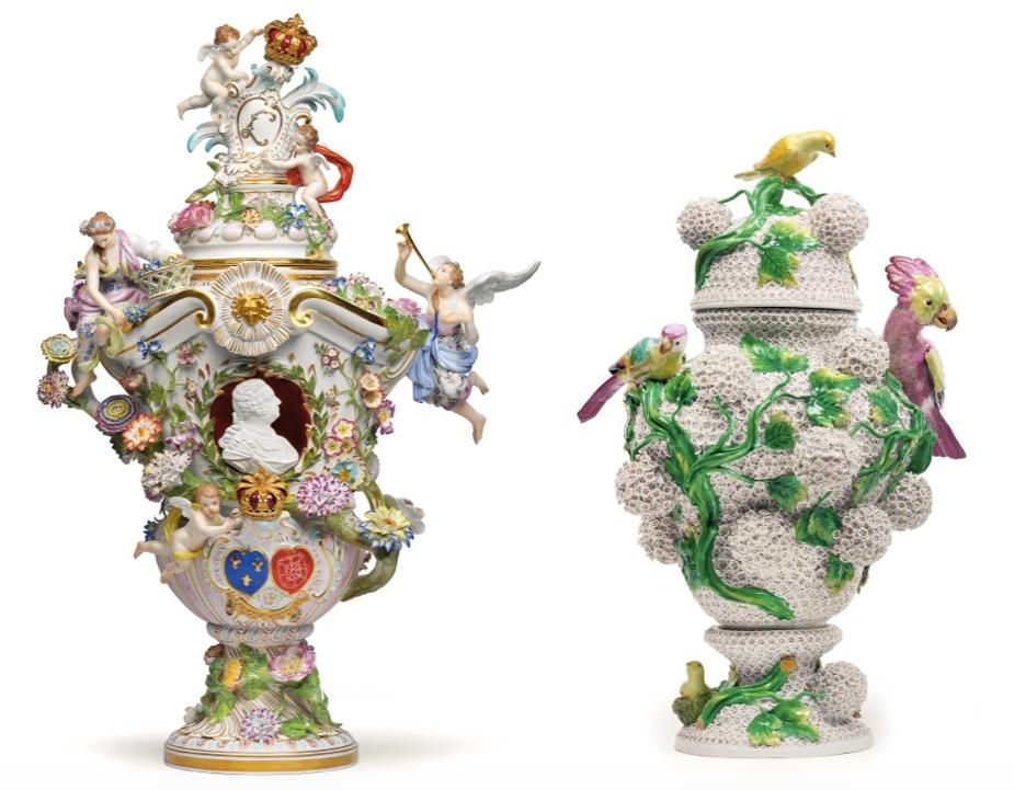 Links: MEISSEN - Deckelvase mit dem Portrait Ludwigs XV., H: 83 cm, Mitte 19. Jh. Schätzwert: 100.000-150.000 EUR Rechts: MEISSEN - Paar Deckelvasen mit Schneeballblüten und plastischem Vogeldekor, H: 49 cm und 49,5 cm, 2. Hälfte 19. Jh. Schätzwert: 65.000-90.000 EUR