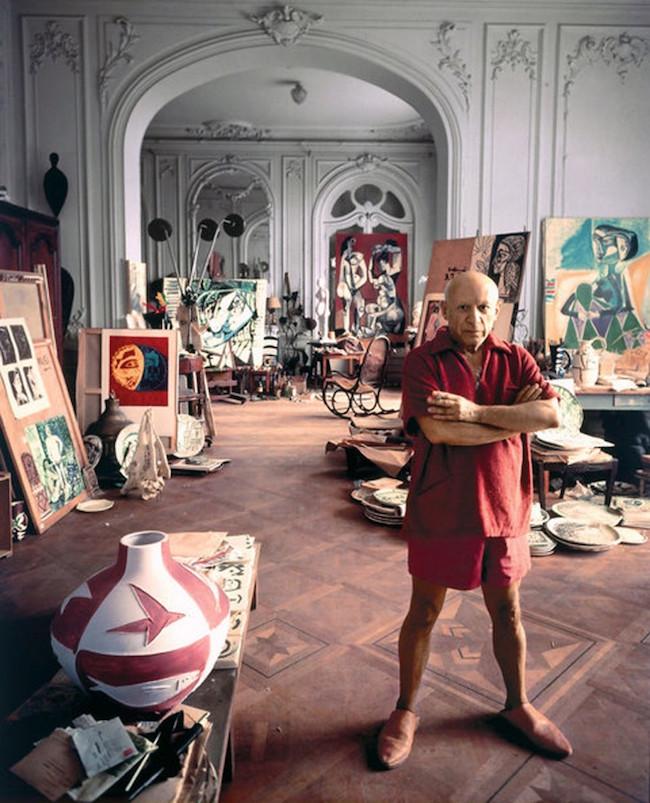 Pablo Picasso i sin studio i Cannes, 1956.
