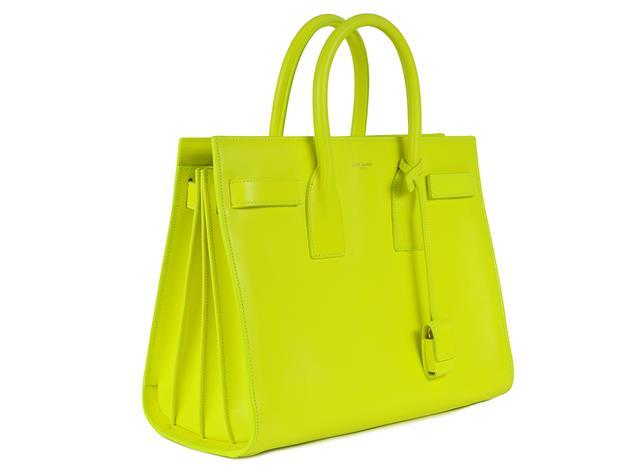 Väska, YSL, Sac du Jour, neongult läder, 32x24x14 cm, dustbag. Shopcondition. På auktion hos Kaplans Auktioner den 24 mars.