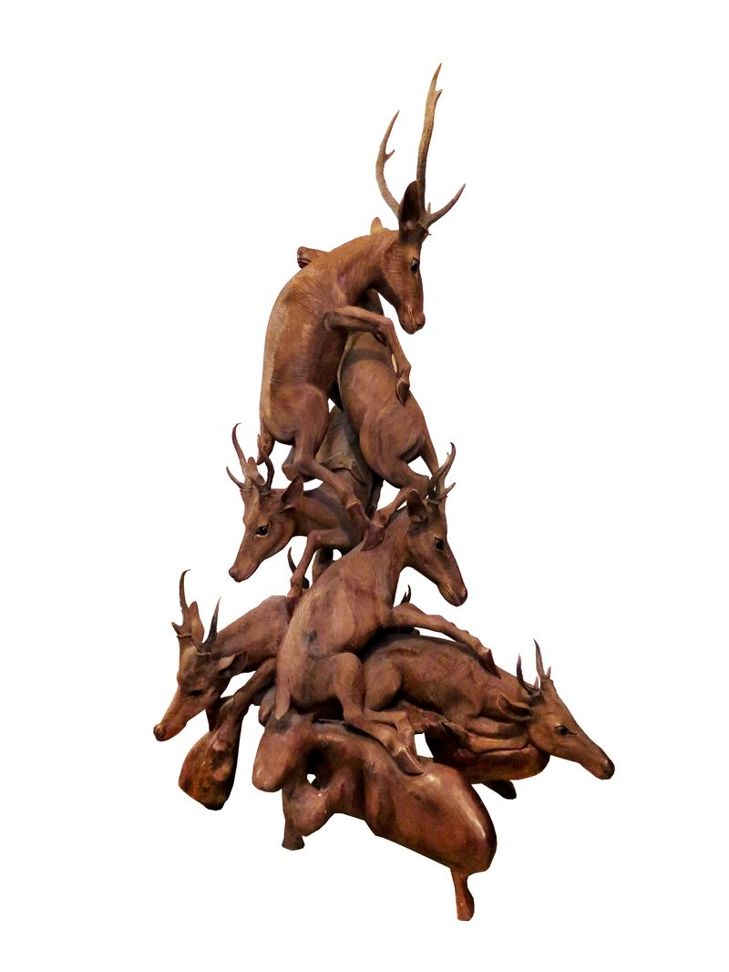 Important groupe en bois sculpté figurant des chevreuils entrelacés Travail de la forêt noire de la fin du XIXème ou du début du Xxème siècle Métayer