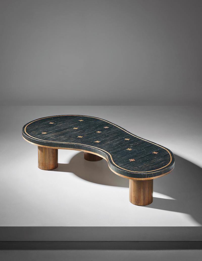 """Jean Royères supersnygga soffbord """"Flaque"""" från 1955 slog världsrekord för modellen. Närmare 5,2 miljoner kronor blev prislappen"""