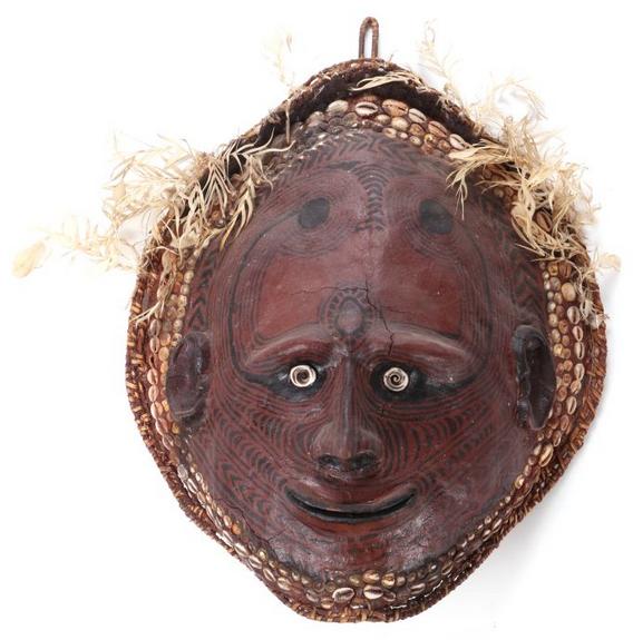 Masque sur une carapace de tortue, Papouasie-Nouvelle-Guinée, 20ème siècle Gray's Auctioneers Estimation basse: 270 €