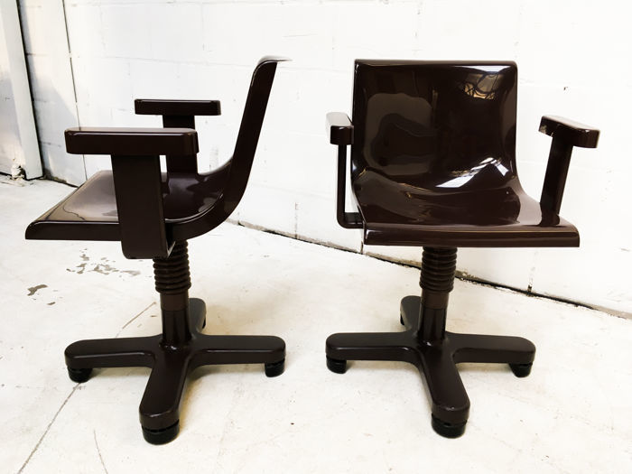 Ettore Sottsass for Olivetti, Pair of Desk Chairs, 1973. Photo: Catawiki
