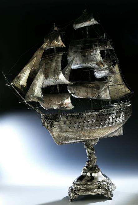 Schiff als Tafelaufsatz, Silber, H: 104 cm, G: ca. 4000 g, Inschrift, punziert, monogrammiert, Deutschland vor 1903 Schätzpreis: 18.000-24.000 EUR